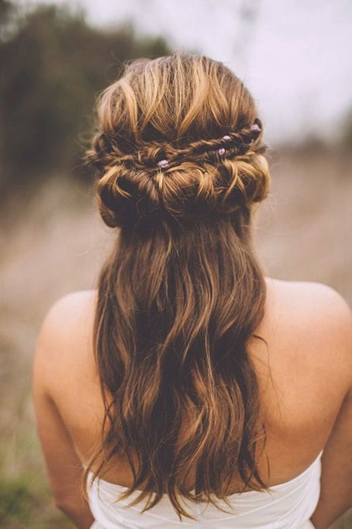 boho half up half down hairstyle for brides