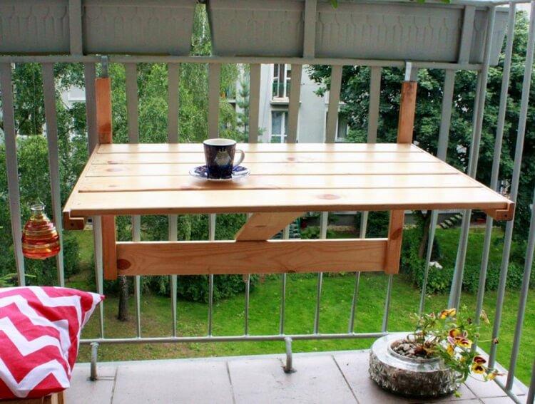 Make a pallet balcony table folding balcony table